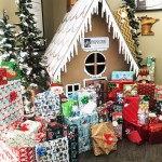 menasha-gingerbread-house-with-gifts-web